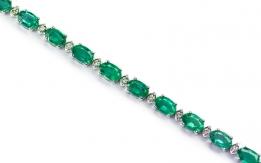 Bracelet with diamonds and emeralds