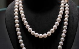 Collana di perle con fermaglio in oro bianco